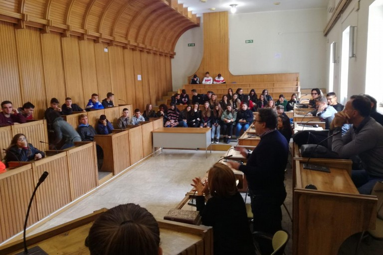 studenti del Bachelet in visita al Comune