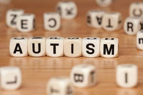 Giornata mondiale dell'autismo, luce blu al Comune