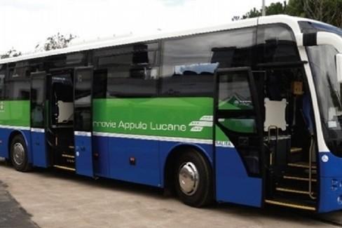 Trasporti pubblici, mezzi possono viaggiare a piena capienza