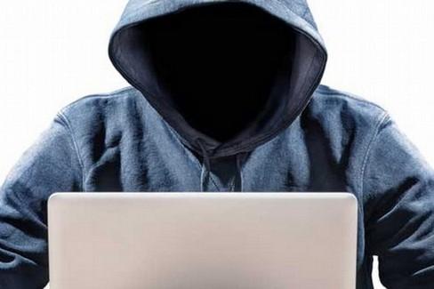 A Gravina, Francesco Saccente presenta il cyber-thriller