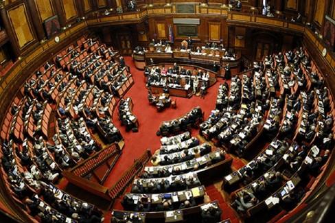 Sì di Gravina al taglio del numero dei parlamentari