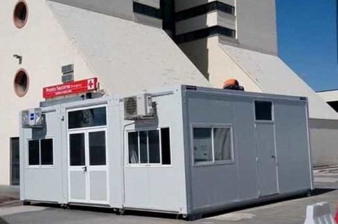 Container del pre-triage all'ospedale della Murgia