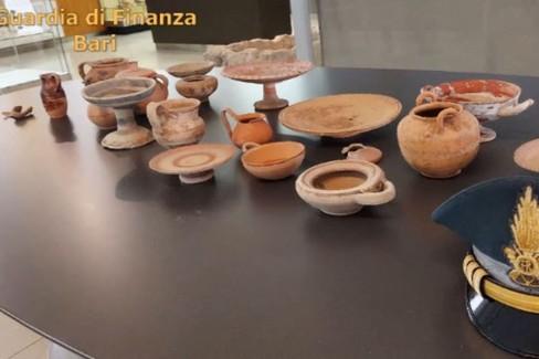 Confiscati beni archeologici in terracotta
