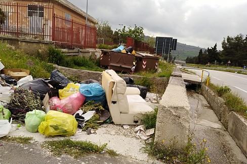 Abbandono rifiuti, altre telecamere contro gli incivili