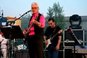 L'intervista a Mons. Mario Paciello e le performance musicali dei dipendenti del Miulli