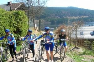 ragazzi in bici