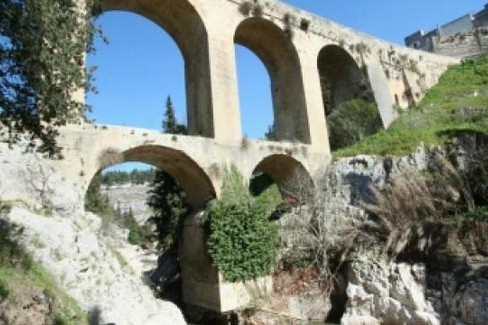 l ponte acquedotto settecentesco orsiniano della Madonna della Stella