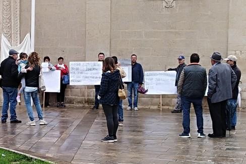 protesta F.lli Lacarpia davanti San Domenico