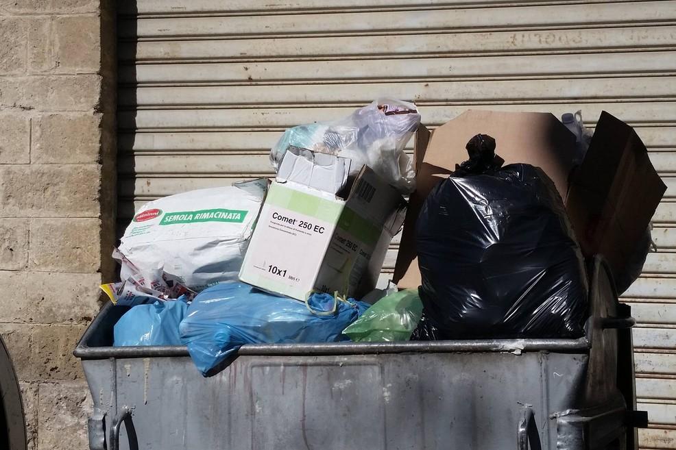 Caos rifiuti, Valente risponde a Forte