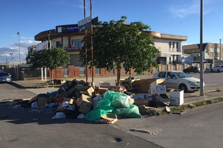 rifiuti abbandonati in zona pip
