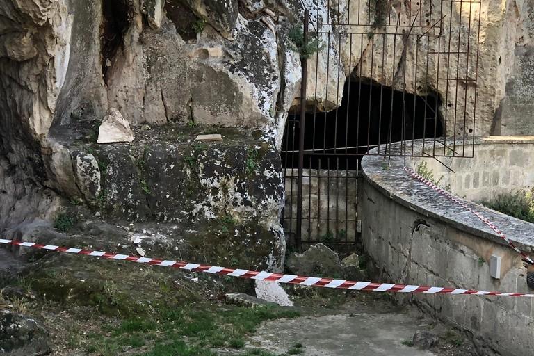 san michele grotte- area caduta masso delimitata