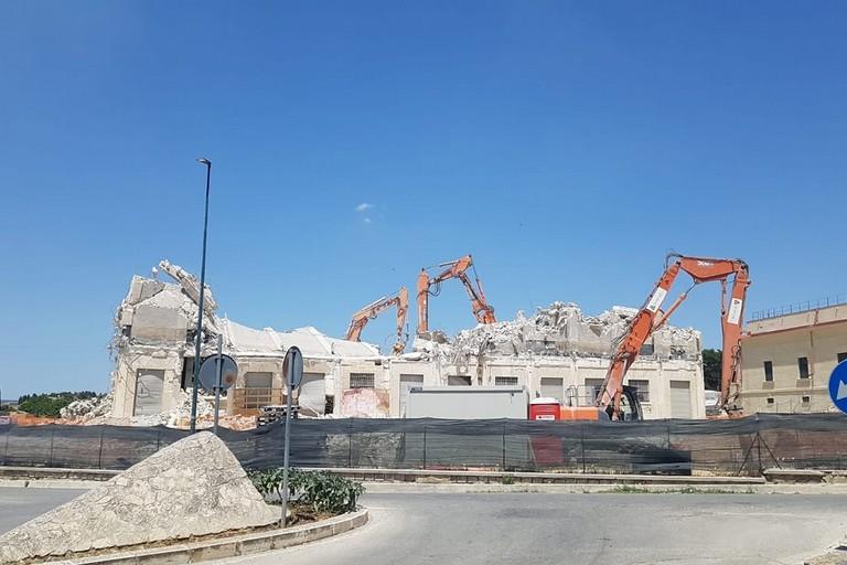 silos abbattuto