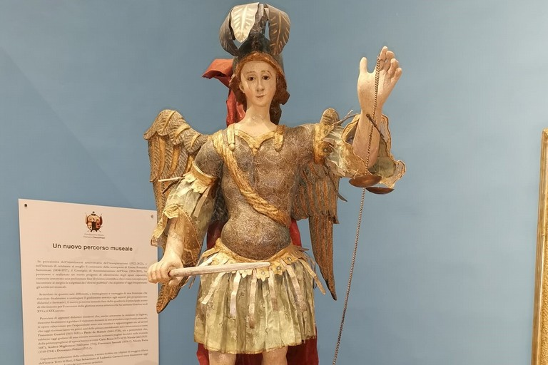 statua restaurata San Michele