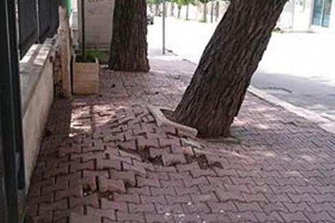 marciapiede pericoloso via tripoli